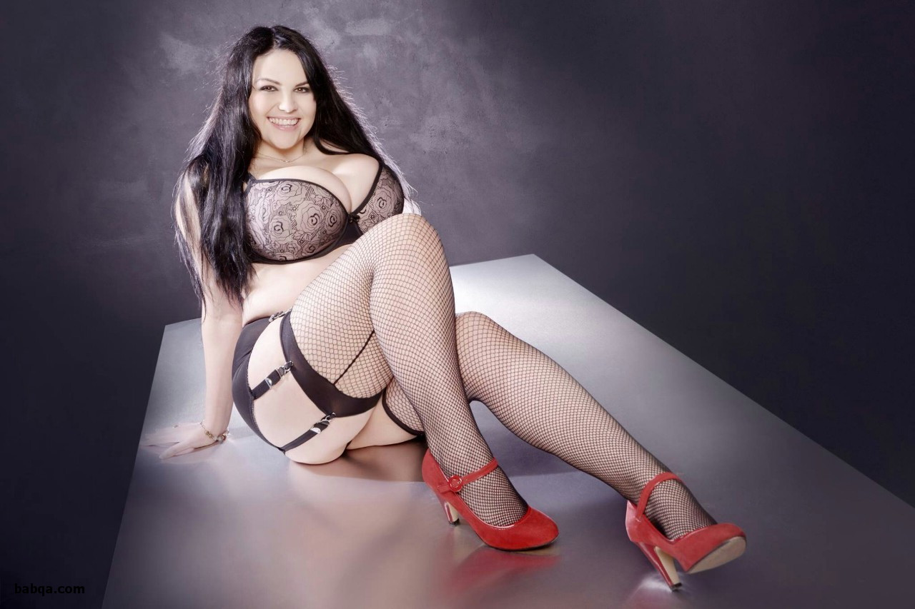 mature ff stockings and white lingerie chests