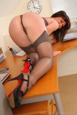 sexy women wearing stockings and reddit amateur lingerie